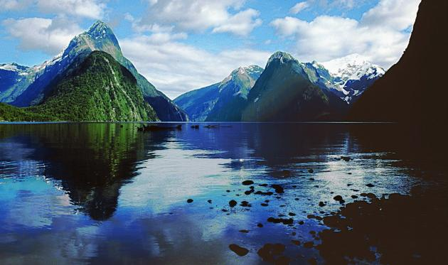 Milford Sound Small Group Tour & Cruise from Queenstown or Te Anau