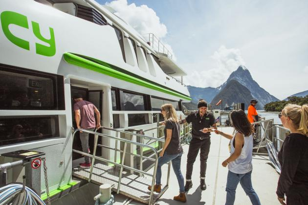 JUCY Gem: Milford Sound Coach Cruise ex Queenstown
