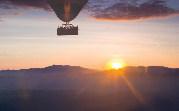 Raging Thunder: 30 mins Balloon Flight + Train ride from Kuranda to Cairns