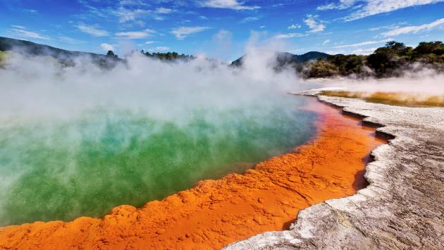 Hobbiton & Rotorua Small Group Tour including Wai-O-Tapu from Auckland